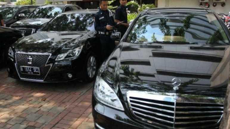 KPK Lelang Mobil Koruptor